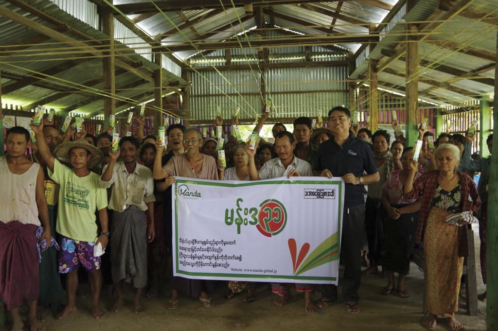 ミャンマーにて現地農家の方々と